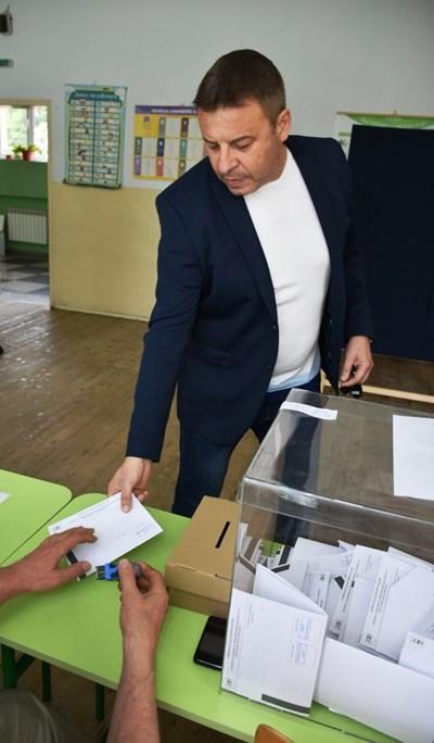 Кметът д-р Камбитов гласува за европейското развитие на България.