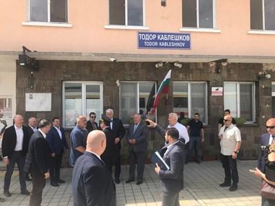 1754f63f510 Премиерът Бойко Борисов посети намиращия се в близост до жп гара Тодор  Каблешков Интермодален терминал Пловдив (ИМТ). ИМТ Пловдив е даван за  пример за ...