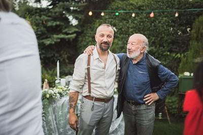Георги Чапкънов заедно със сина си Тодор на сватбата му    СНИМКИ: ЛИЧЕН АРХИВ