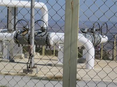 Природният газ поевтинява пети месец.