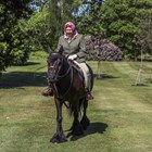 Кралица Елизабет II язди едно от понитата си.