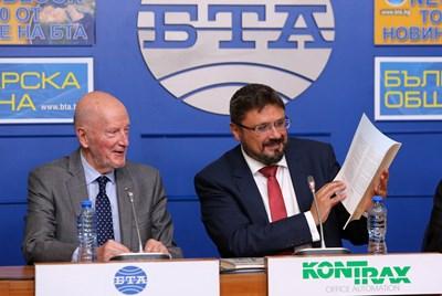 Генералният директор на БТА Кирил Вълчев със Симеон Сакскобургготски СНИМКИ: БТА