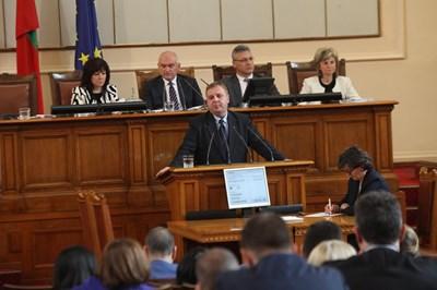 Красимир Каракачанов в парламента СНИМКА: Румяна Тонева