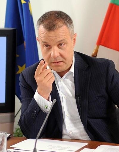 """Емил Кошлуков публикува във фейсбук отговорите на нападките срещу работата му в БНТ.  СНИМКА: """"24 ЧАСА"""""""