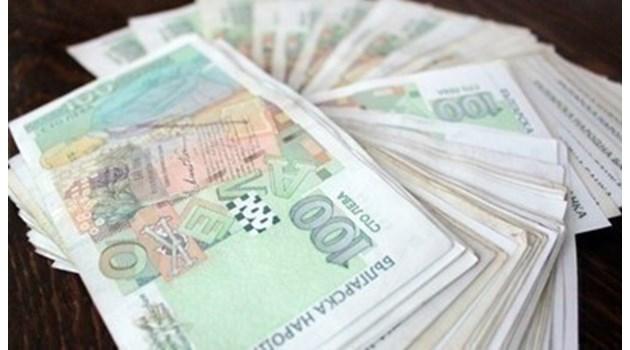 Мъж опита да изтегли 10 000 лева с фалшива лична карта