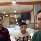 Ярдли Уонг, съпругът й и детето й в каютата на луксозния круизен лайнер.