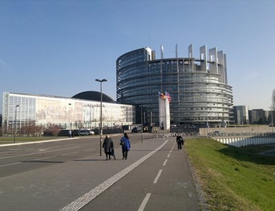Проучване: Над 80% от българите искат контрол над евросредствата, но не и от правителството
