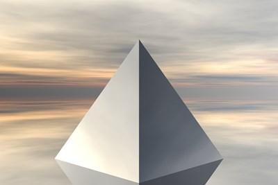 За да действа една пирамида трябва да бъде пълна, завършена, да има четири страни и основа