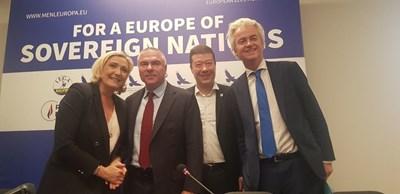 Веселин Марешки и Марин льо Пен пред привържениците на Движението за Европа на нациите и свободите в Прага.