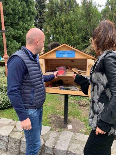 Депутат дари книги на библиотеките в Банско и Добринище