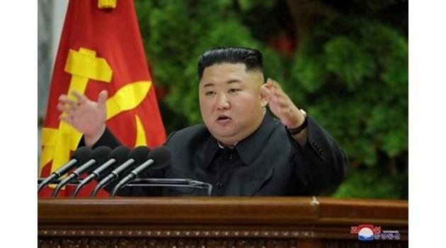 Дисидент от Северна Корея твърди, че Ким Чен Ун е мъртъв. Не можел да се изправи и починал миналия уикенд