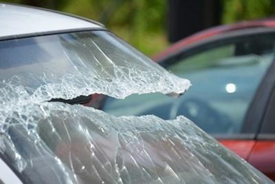 Молдовец потроши 7 автомобила с камък в Пловдив СНИМКА: Pixabay