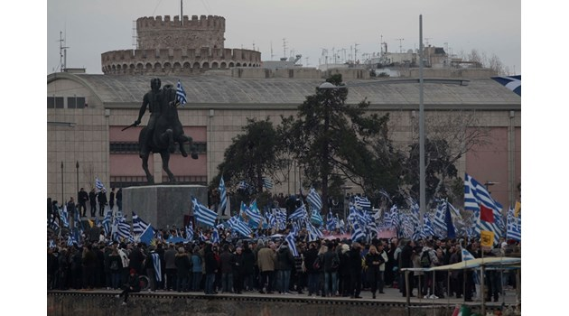 Защо Атина скача срещу Македония