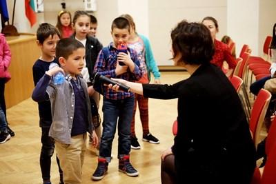 Контактът на децатас киното е много важен за Ралица Асенова.