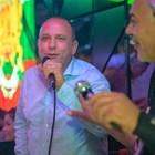 Тити пее в дискотека