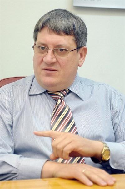 Д-р Цеков е директор на НЗОк от 2012 г., като наследи д-р Нели Нешева на поста. СНИМКА: Румяна Тонeва