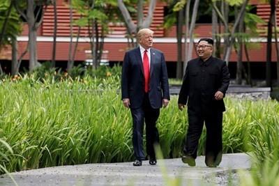 Доналд Тръмп и Ким Чен Ун по време на срещата си в Сингапур  СНИМКА: Ройтерс