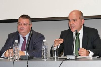 Управителят на НОИ Ивайло Иванов и социалният министър Бисер Петков ще защитават предложенията пред Надзорния съвет на института в понеделник. СНИМКА: Пиер Петров