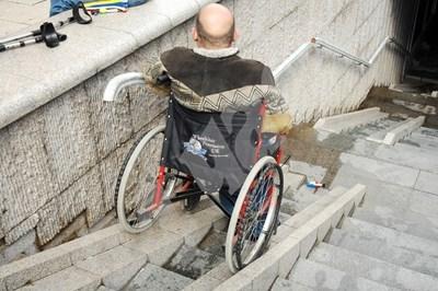 Около 150 хил. хора с увреждания ще трябва да подадат документи за новата помощ в АСП. СНИМКА: 24 часа