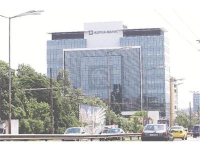 Новата централа на Алфа банк е почти готова.
