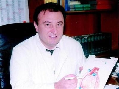 """Д-р Борислав Ацев, кардиолог в университетската болница """"Св. Екатерина"""" в София. Той отговаря на въпроса на Стоян Петров"""