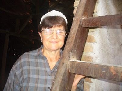 Д-р Мая Бориславова в часовниковата кула на Долно Сахране СНИМКА: Ваньо Стоилов