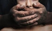 Мъжът, запушил устата и взел да души адвокатката, за да я изнасили, остава в ареста за 72 часа