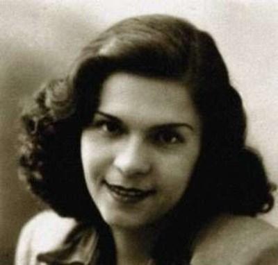 """""""Не бях красавица, но игрива, закачлива, интересна, мъжете ме харесваха"""", казваше за себе си Стоянка Мутафова."""