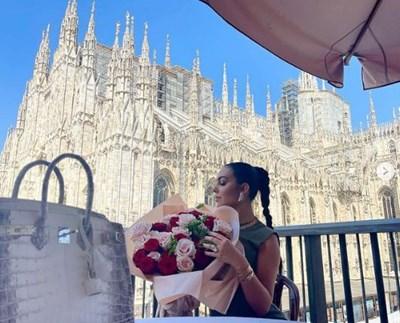 Джорджина е в центъра на Милано