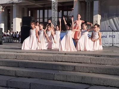 Тези балеринки откриха събитието в Русе. Снимка: Община Русе