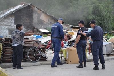 Три имота бяха принудително иззети от самонастанили се роми СНИМКА: Община Габрово