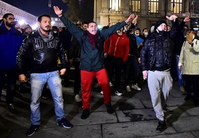 Италианци протестират срещу новите мерки за коронавируса в град Торино.  СНИМКИ: РОЙТЕРС