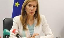 Ангелкова отчете 31% повече чужди туристи в България тази година за разлика от 2015 г.