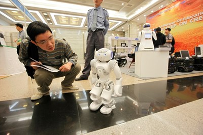 Изкуственият  интелект все  повече навлиза  в ежедневието ни -  от колеги роботи до  самопочистващи се  готварски печки. СНИМКА: РОЙТЕРС