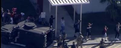 Евакуират учениците от гимназията в Паркланд, Флорида КАДЪР: Youtube/ABC news