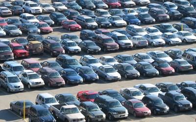 Продажбите на нови коли с нива отпреди 38 години!