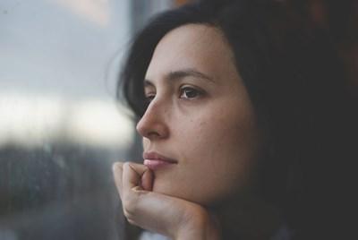 Връщането към нормален начин на живот с активно общуване с други хора се оказва доста изморително след месеци на самоизолация заради пандемията.  СНИМКА: Пиксабей