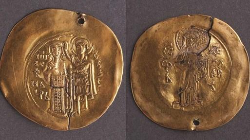 Български професор внася нелегално единствената златна монета на Иван Асен II