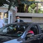 Военният прокурор Стоян Лазаров (с костюма) и негов колега напускат президентството, след като са претърсили кабинета на Илия Милушев.