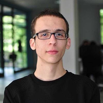 Снимката на Даниел бе свалена от сайта на работодателя му.