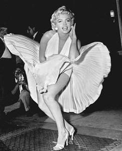 """Мерилин Монро на снимките на """"Проклетите 7 години"""", Ню Йорк, 16.09.1954 г. тези снимки стават едни от най-популярните в кариерата ?"""