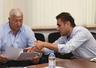 Кметът Здравко Димитров и неговият заместник Пламен Райчев ще  присъстват на първата копка.