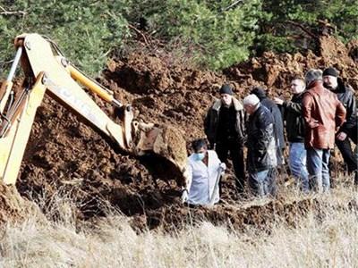 ЗЛОВЕЩИ НАХОДКИ: Ченгета разкопават труповете на Лефтеров и Сапата по показания на Данчо Релето.