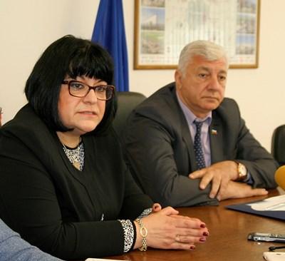 Д-р Цвета Иванова обясни, че зимата била причина да реагират по-късно. Снимки: Наташа Манева