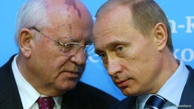 Михаил Горбачов (вляво) и Владимор Путин Снимка: Ройтерс