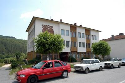 """Село Трекляно е център на най-малката община в България, която има годишни приходи от едва 70 хиляди лева и по 754 лв. на човек капиталова субсидия.  СНИМКА: """"24 ЧАСА"""""""