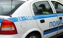 Въоръжен мъж се барикадира в дома си в Поморие (Обновена)
