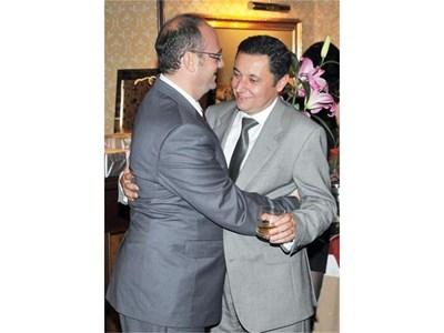 Атанас Семов поздравява Яне Янев за годежа в края на 2010 г. СНИМКА: РУМЯНА ТОНЕВА