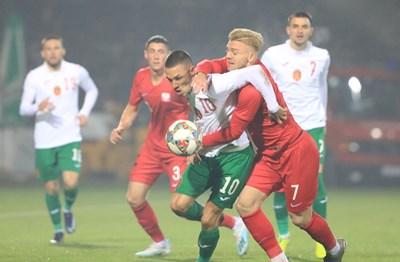 Станислав Иванов гардира топката и след секунда ще вкара третия гол за България. Снимка: фейсбук Team Bulgaria