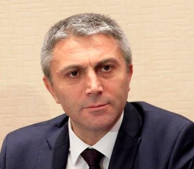 Лидерът на ДПС Мустафа Карадайъ и колегите му Делян Пеевски, Йордан Цонев и Хамид Хамид са вносители на промените в закона за НСО.